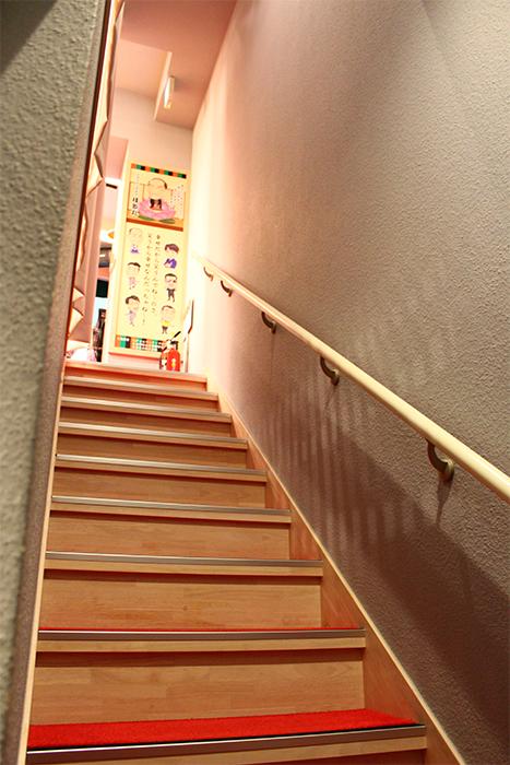 二階へと続く階段