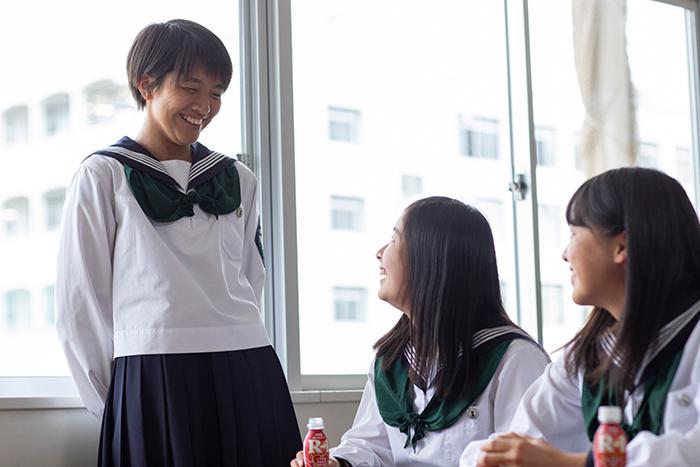 常盤木学園高等学校女子サッカー部3人