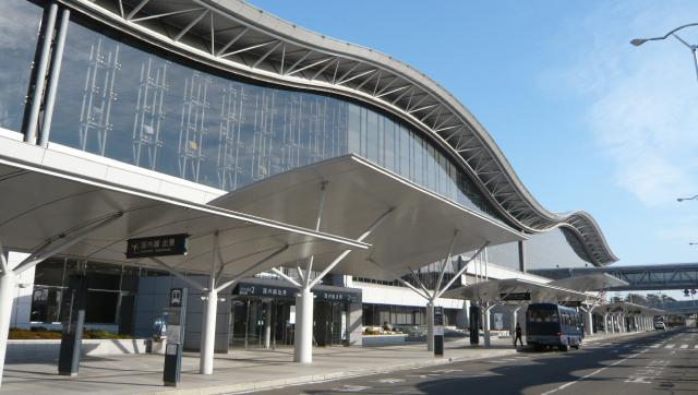 1997年には曲線の屋根が特徴的な現在のターミナルビルがグランドオープン
