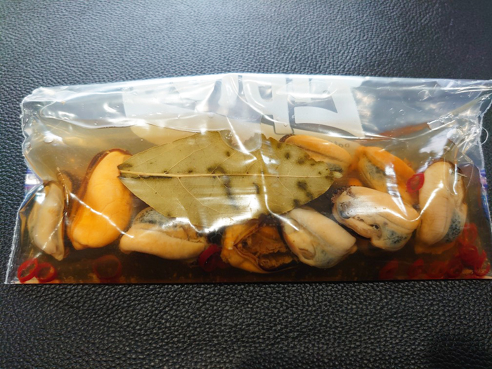 マリネしたものをパックに入れて冷蔵庫へ!