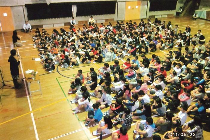 「被災地の心を伝えるお話し会」スタートの地の山口県宇部市の小学校にて(2011年5月23日)