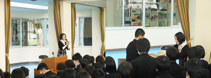 被災沿岸地域の中学校6校に、支援者から寄贈された書籍を届けながら講話も行いました。